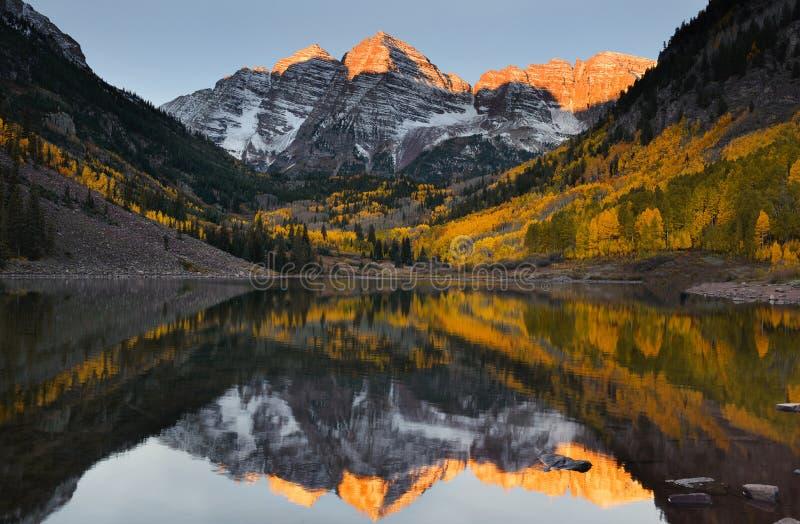 Падение Колорадо Aspen восхода солнца Maroon колоколов пиковое стоковая фотография rf