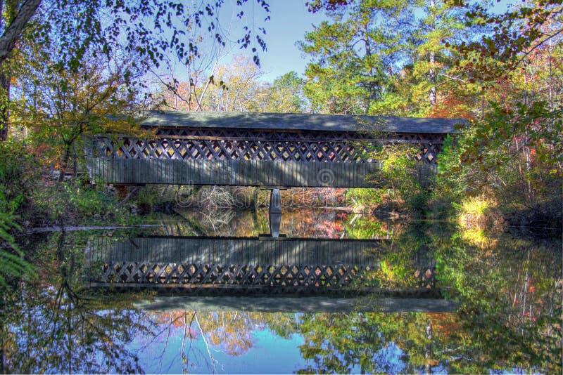падение покрытое мостом стоковое изображение rf