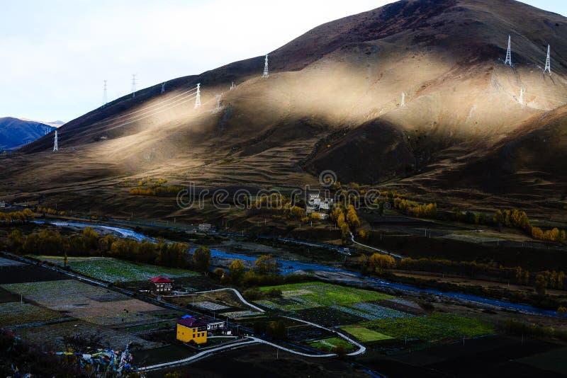 Падение тибетского плато стоковые фотографии rf
