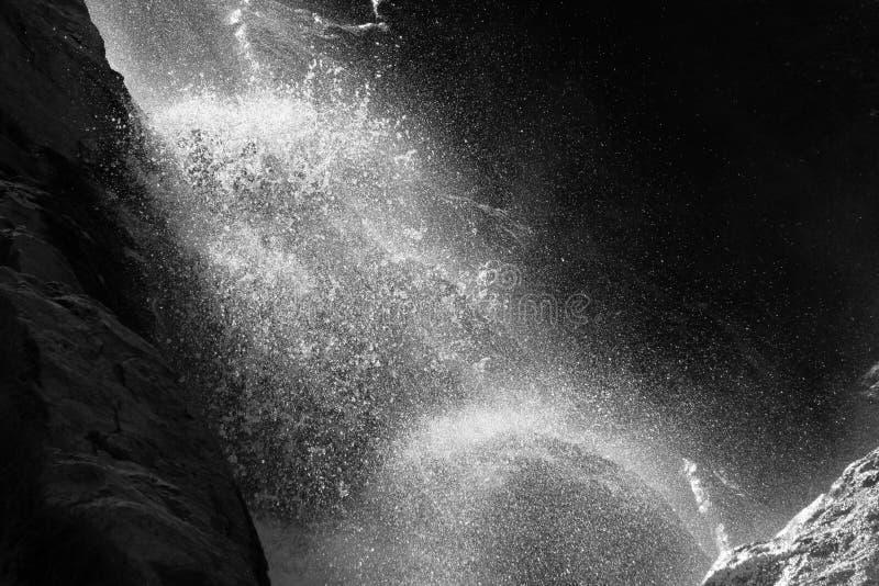 Падения воды в водопаде стоковое изображение rf