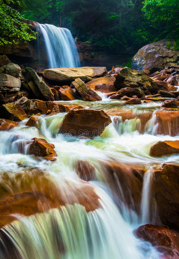 Падения Дугласа, на реку Blackwater в Monongahela национальном f стоковые фото