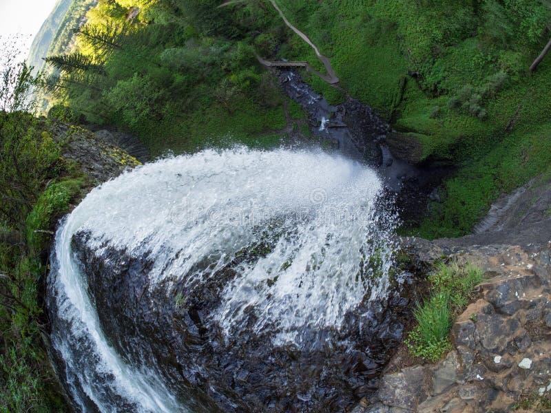 Download Падения Latourell смотря вниз Стоковое Изображение - изображение насчитывающей attractor, естественно: 81811757