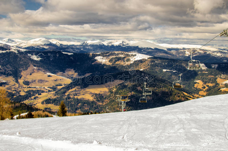 Падени- станции подъема стула в Альпы стоковое изображение rf