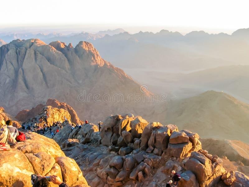 Паломники на горе Синай Египте стоковая фотография