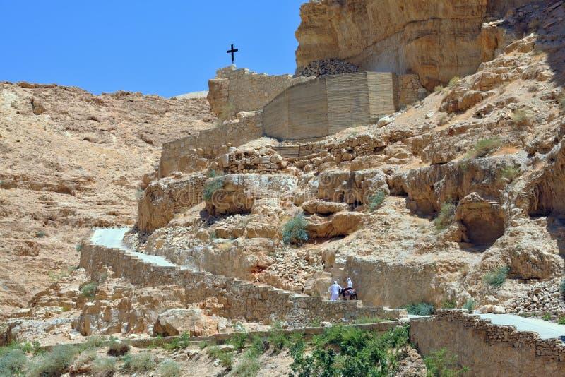 Паломник женщины поднимает верхом на осле стоковые изображения rf
