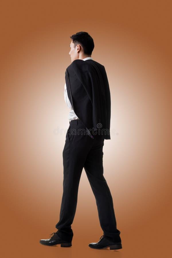 Пальто владением бизнесмена стоковое изображение rf