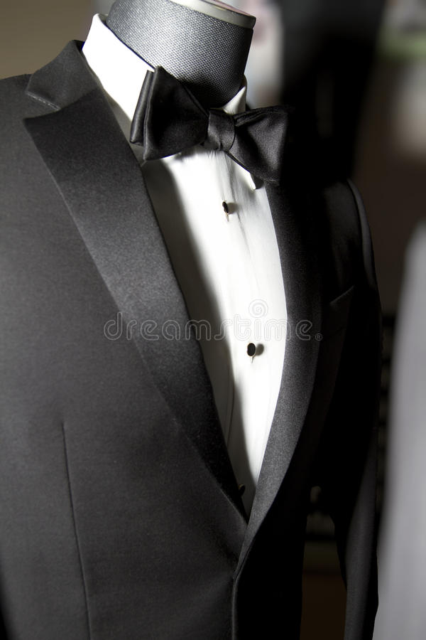Пальто и связь смокинга людей стоковая фотография rf