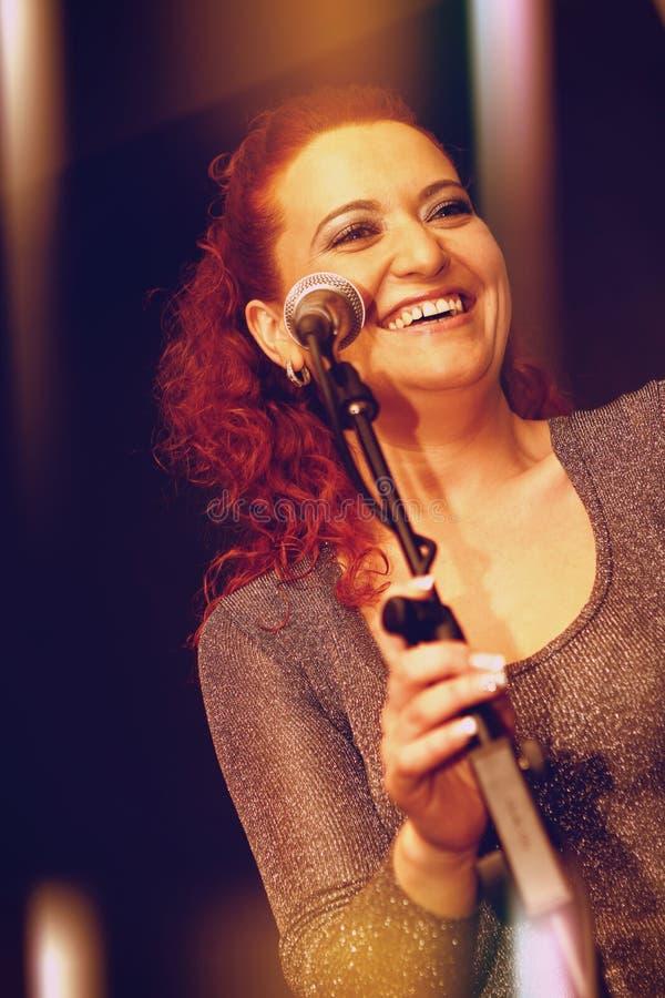 Певица стоковое фото