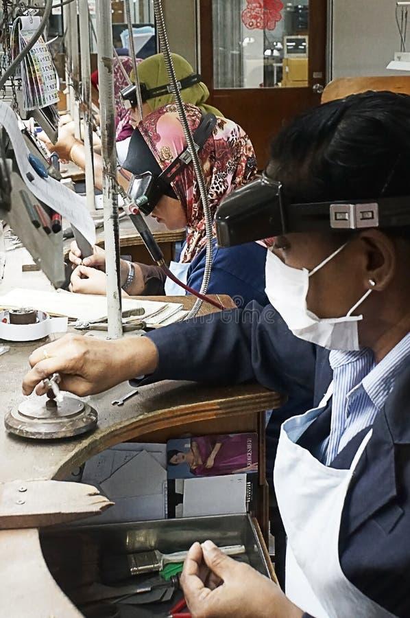 Певтер делая линию, Куала-Лумпур, Малайзию стоковое фото rf