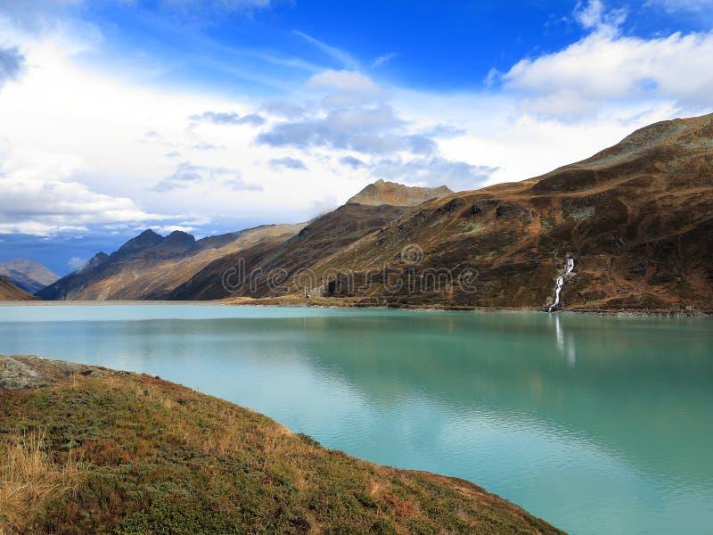 Пейзаж озера гор высоко высокогорный стоковая фотография rf