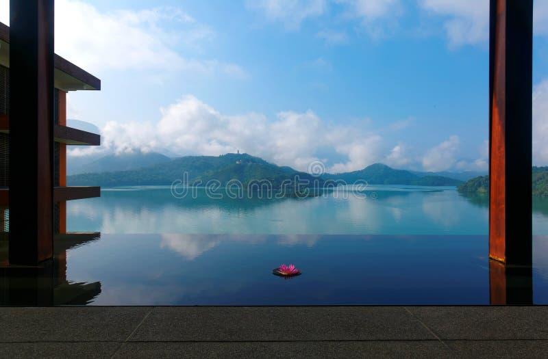 Пейзаж озера лун Солнца, известное туристское назначение в Nantou, Тайване стоковые фотографии rf