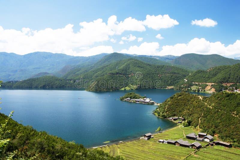 Пейзаж озера Lugu в Юньнань, Китае стоковые фотографии rf
