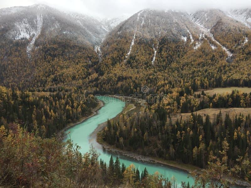 Пейзаж осени озера Kanas в Синьцзян стоковая фотография