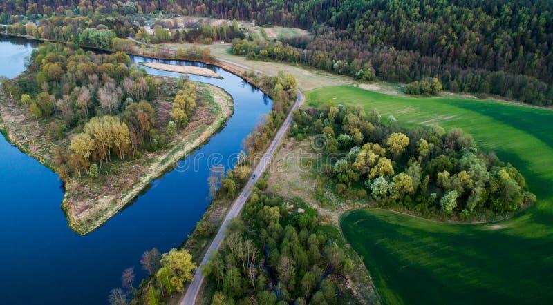 Пейзаж реки на заходе солнца, воздушный стоковое изображение rf