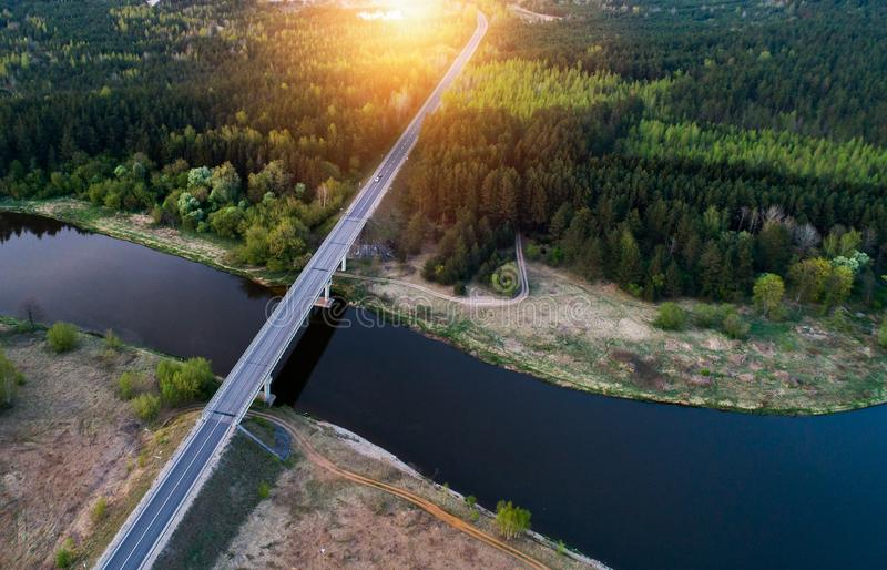 Пейзаж реки на заходе солнца, воздушный стоковые изображения