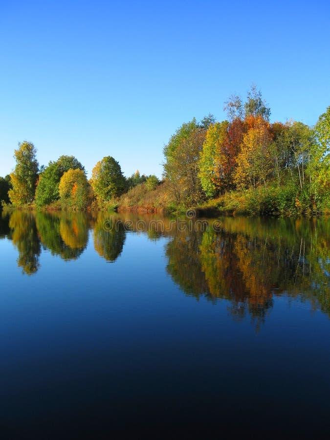 пейзаж реки осени стоковые фотографии rf