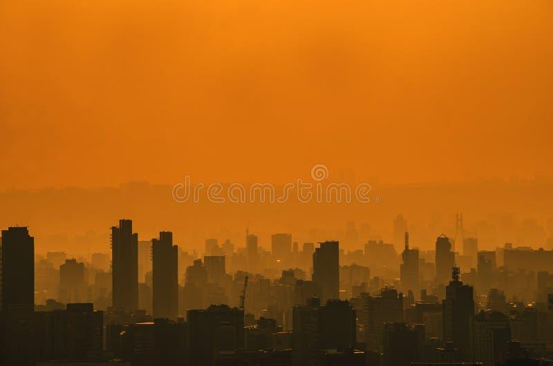 Пейзаж с небоскребами, высокорослая организация бизнеса и квартиры высокая плотность, оно красивый городской пейзаж в Тайбэе Тайв стоковые фото