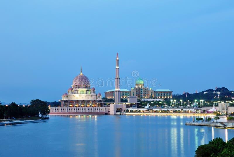 Пейзаж nighttime Малайзии мечети Путраджайя стоковая фотография rf