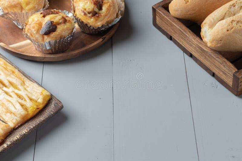 Пекарня и датская shredded свинина на деревянной доске стоковые изображения