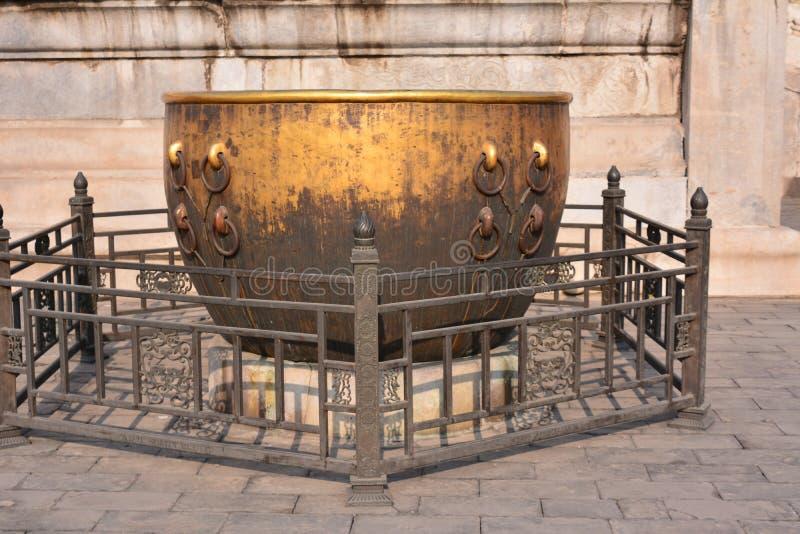 Пекин отливка имперского дворца старая бронзовая стоковые изображения rf