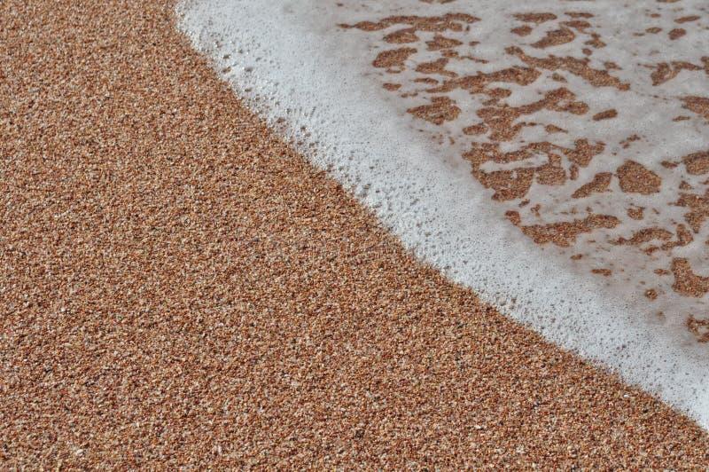 Download Пена моря стоковое изображение. изображение насчитывающей песчинка - 41650229