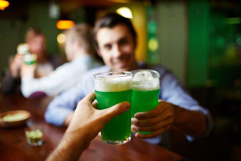 пениться пива стоковые изображения rf