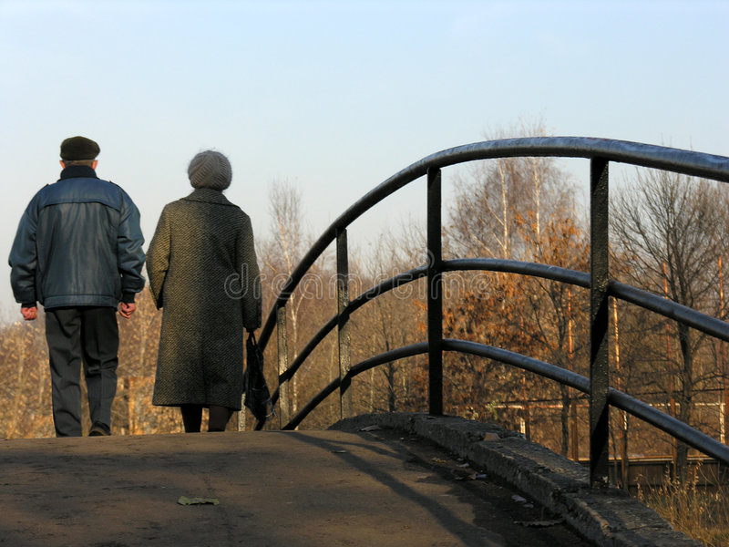 пенсионеры моста