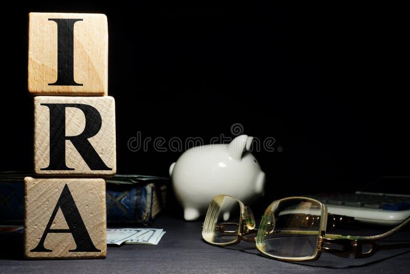 Пенсионный счет ИРА слова индивидуальный от деревянных кубов стоковое изображение rf