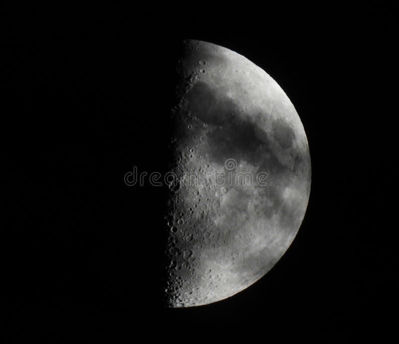 первая четверть луны стоковые изображения