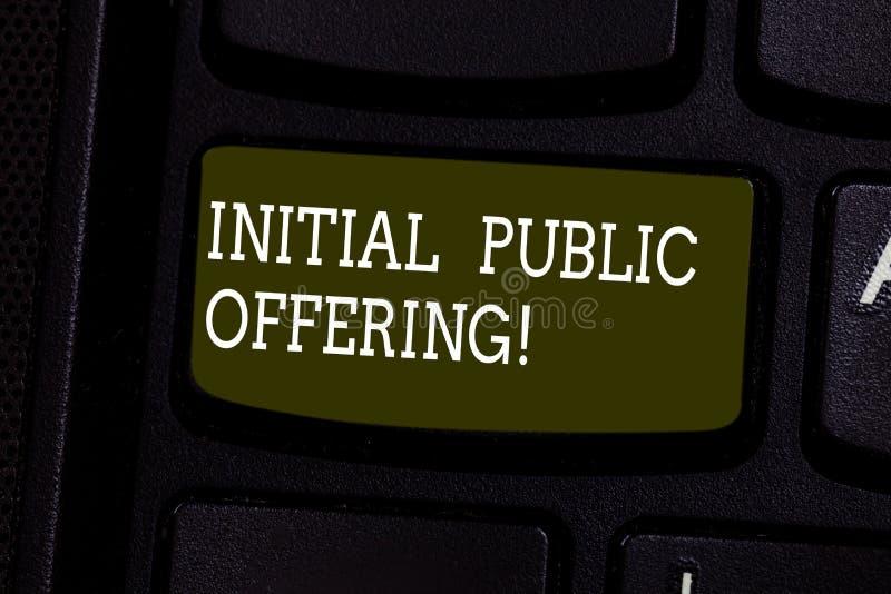 Первичное публичное предложение показа знака текста Схематическое фото предлагая свой запас к клавиатуре публики в первый раз стоковое фото rf