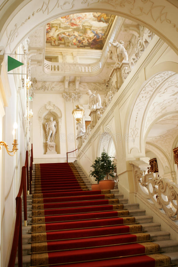 первоклассная лестница музея стоковые фотографии rf