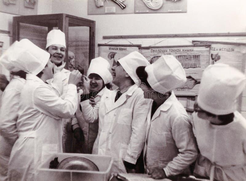 Первокурсные студенты института Витебска медицинского на отделе o стоковое фото