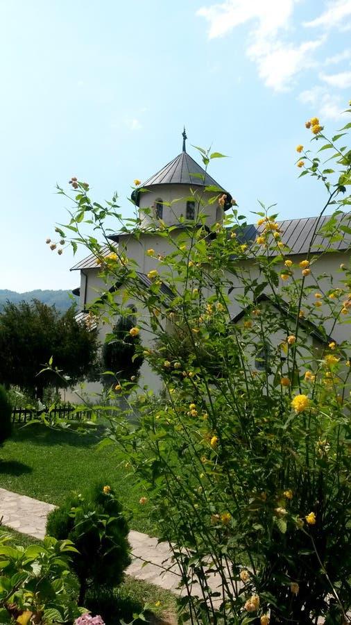 Первоначальный взгляд церков Dormition девственного в монастыре Moraca стоковые фотографии rf