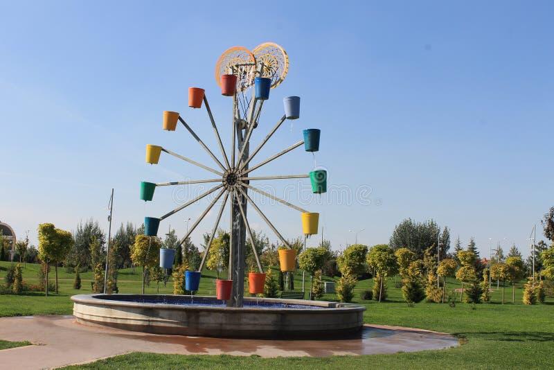 Первоначально колесо мельницы фонтана города и ведро, Eskishehir стоковое фото