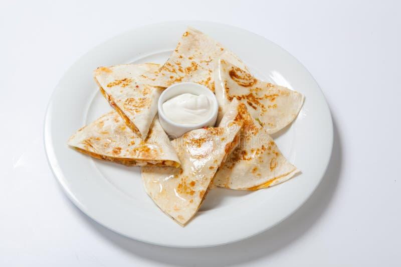 Первоначально мексиканский quesadilla с цыпленком и овощами стоковое изображение rf
