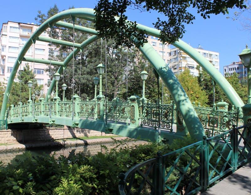 Первоначально мост города над городом Eskishehir реки стоковая фотография