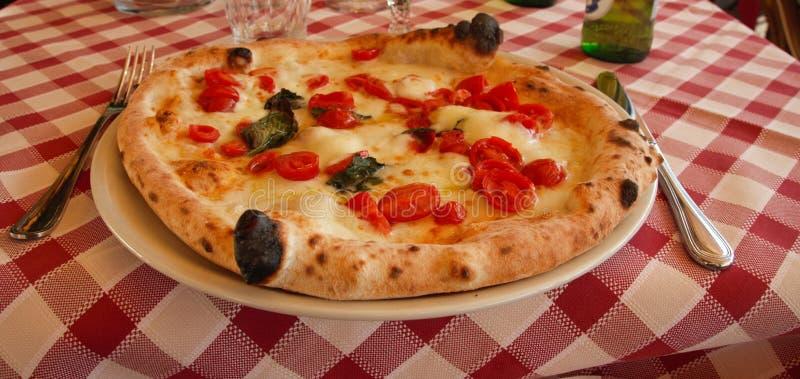 Первоначально неаполитанское margherita пиццы стоковое фото
