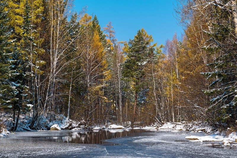 Первый лед на реке Olkha стоковая фотография
