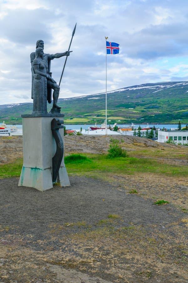 Первый памятник поселенцев, в Akureyri стоковая фотография