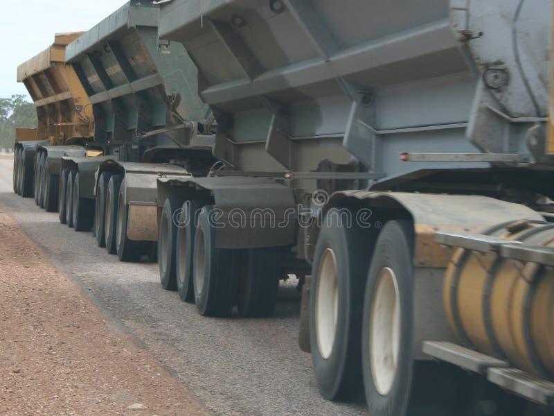 перевезите колеса на грузовиках стоковая фотография