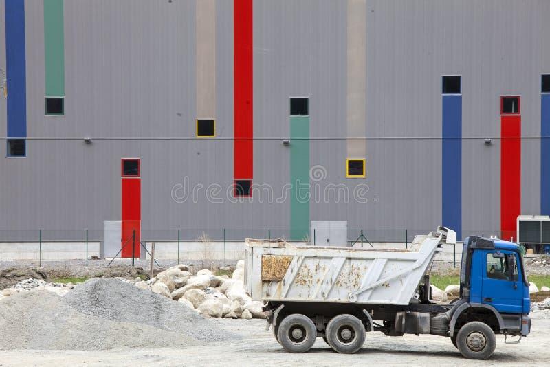 Перевозит строительную площадку на грузовиках Бетон, цемент и строительные материалы стоковые фотографии rf