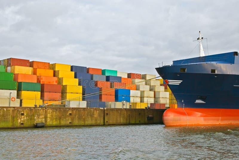 перевозка грузовых контейнеров стоковые фото