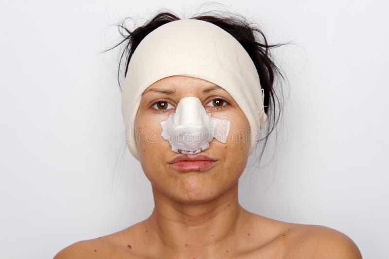 перевязанная женщина носа стоковое фото rf