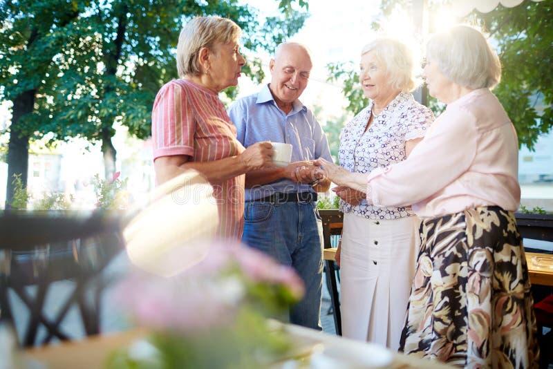Переговор старшиев стоковая фотография