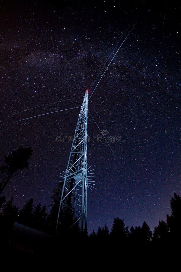 передайте башню по радио стоковое фото