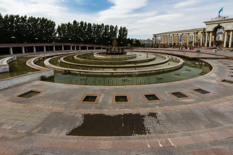 Передовица: Парк в Алма-Ате, казахи ` s президента фонтана вначале стоковое изображение
