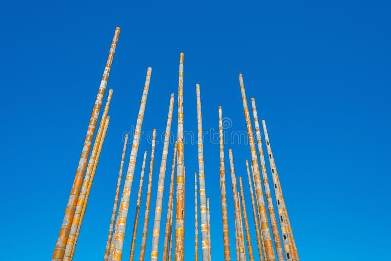 Перезвон ветра в голубом небе стоковые фото