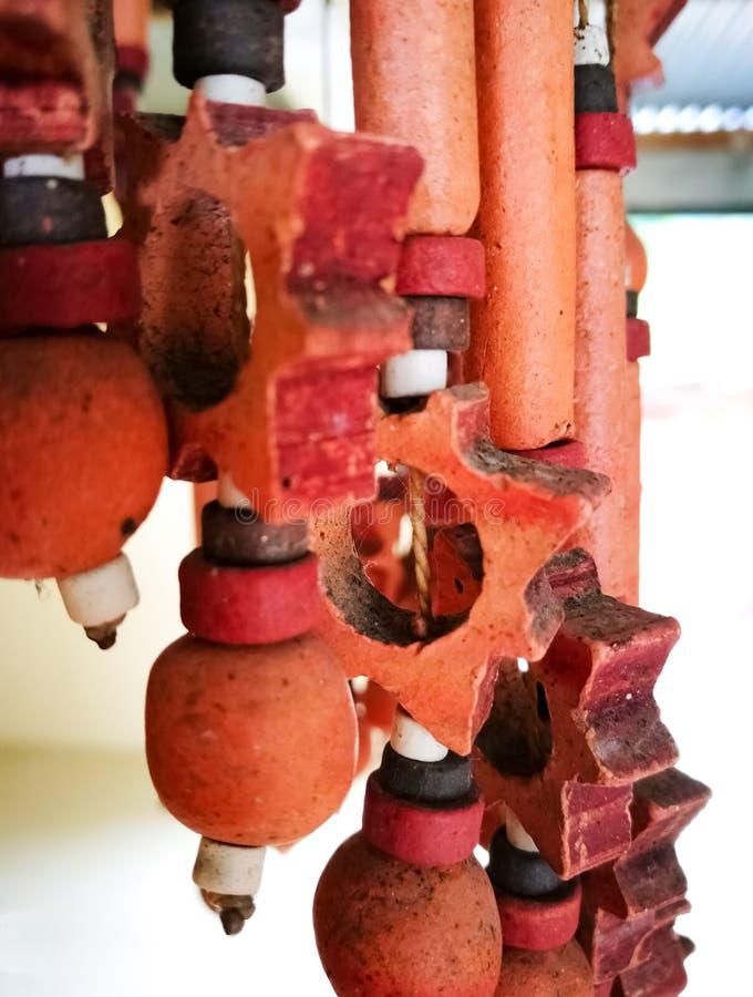 Перезвон ветра или колокол, ядровый harmonizer, объект украшения керамического crafstmanship стоковая фотография rf