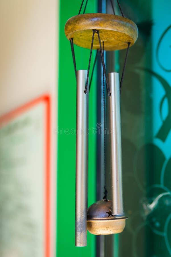 Перезвон ветра на входной двери стоковое изображение