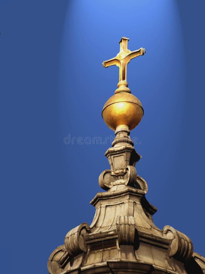перекрестное золотистое святейшее светлое небо иллюстрация вектора